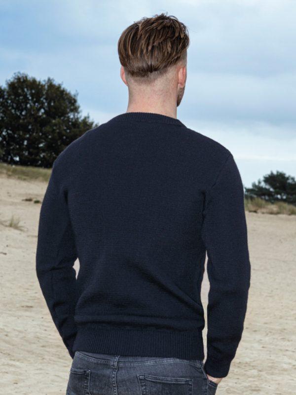 Friese-ronde-hals-navy-achterkant